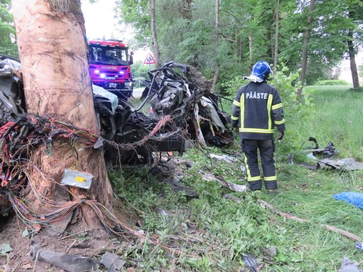 FOTOD: Raplamaal juhtunud liiklusõnnetuses hukkus kaks inimest