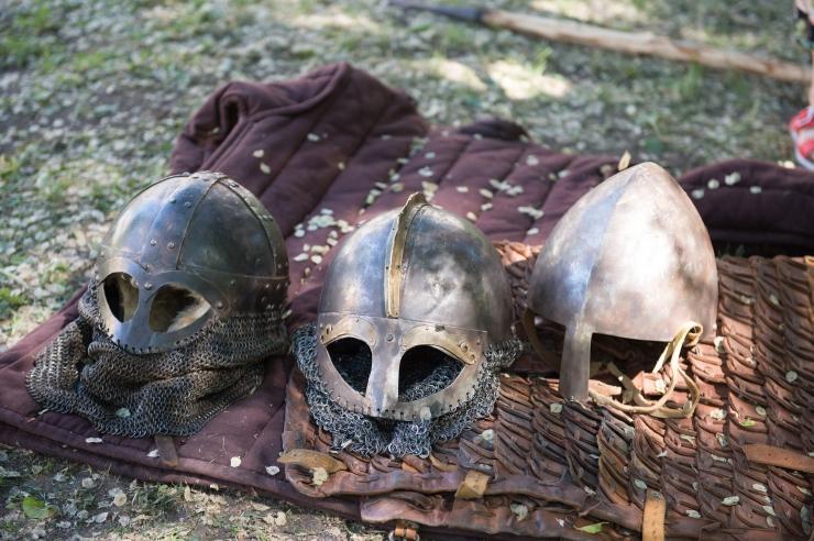 VIDEO JA FOTOD! Viikingilaagris näeb iga päev iidset mõõgavõitlust