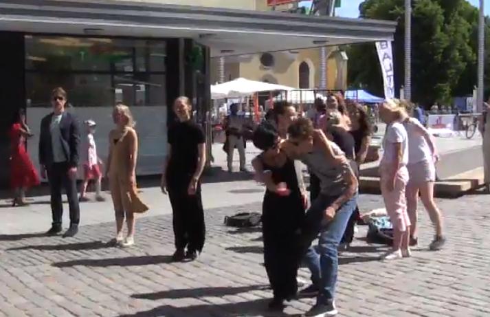 VIDEO! Vabaduse väljakul sai näha võimsat liikumisinstallatsiooni