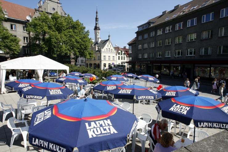 TÄNAVAKÜSITLUS: Kas Tallinna tänavakohvikud eelistavad välismaalasi ning laiutavad liialt vanalinna tänavail?