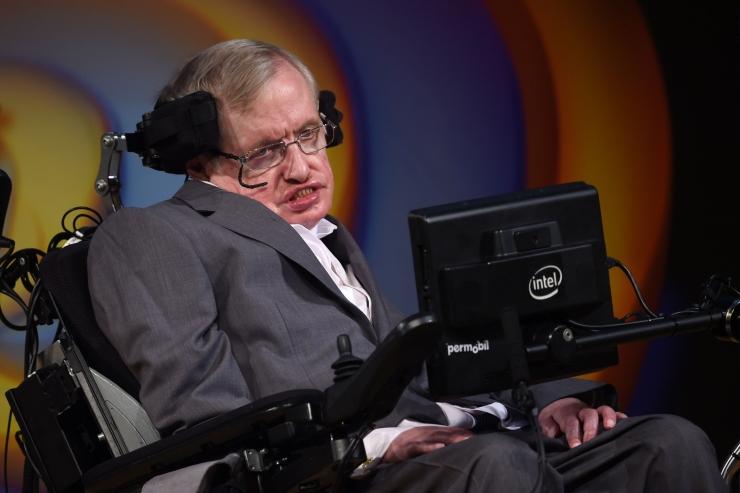 Briti valitsus asutab Stephen Hawkingi stipendiumi