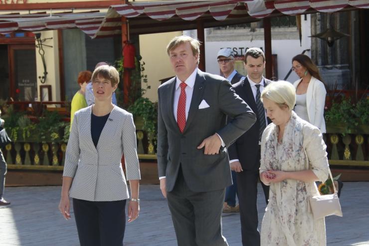 FOTOD! Madalmaade kuningas Willem-Alexander tutvus vanalinnaga ja  e-Eesti esitluskeskusega