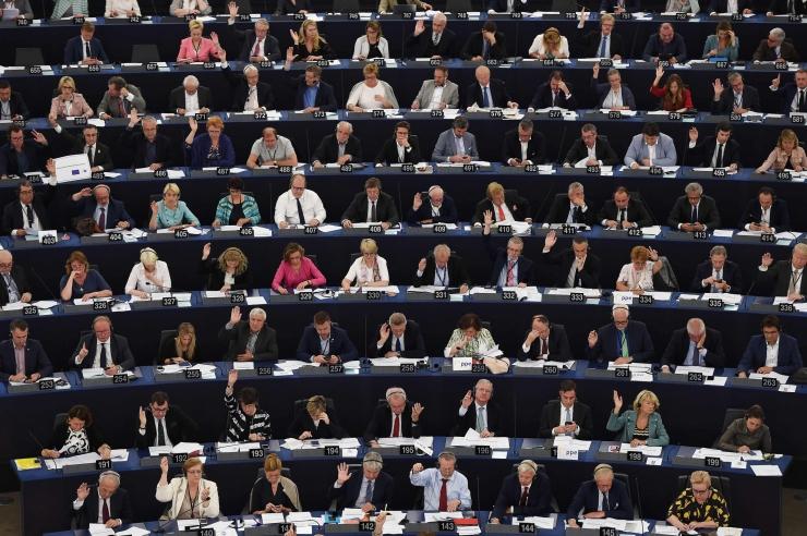 Kesknoored paluvad hääletada EL-i uue autoriõiguse direktiivi vastu