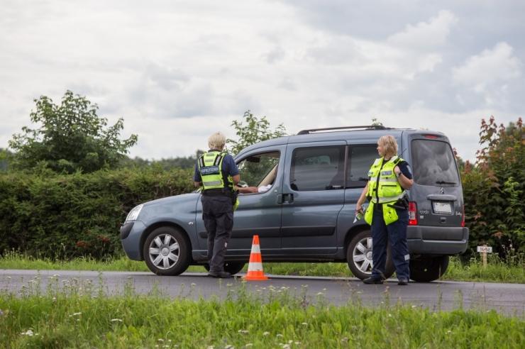 Politsei tabas jaanilaupäeval 64 joobes sõidukijuhti