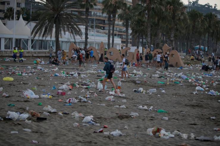 Mumbai keelas kilekotid ja plastpudelid