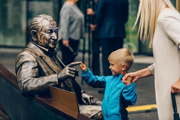 FOTOD: Ülo Pärnits sai uskumatult elutruu pronksskulptuuri