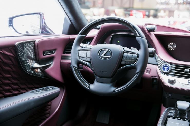 Lexus kutsub tagasi 121 000 autot üle maailma