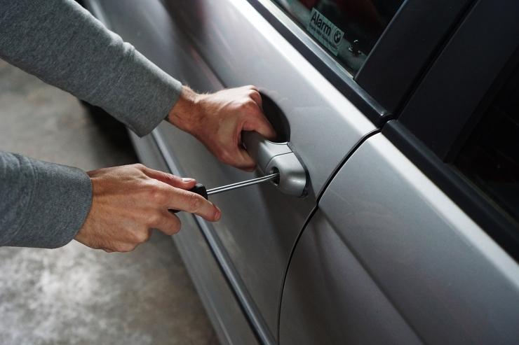 VIDEO! Katse: autosse sissemurdmine võtab vaid 30 sekundit!