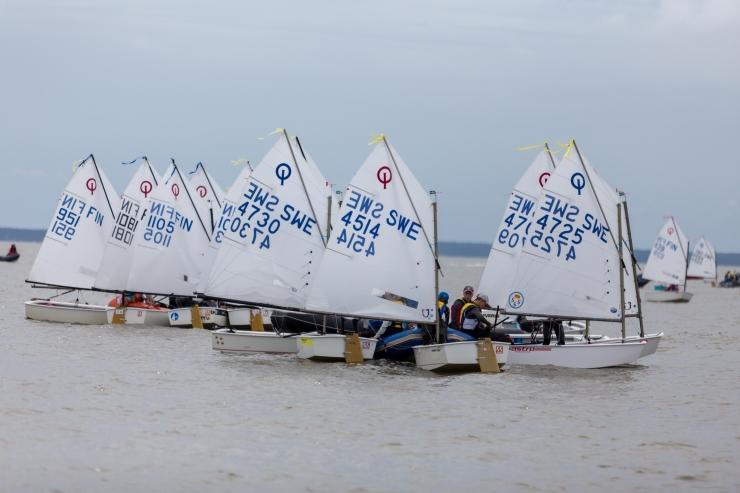 Meresõber heiskab purjed Narva-Jõesuus