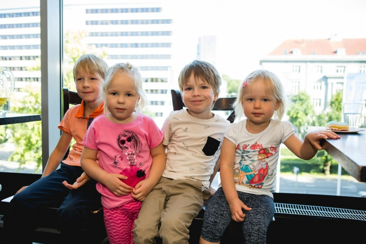FOTOD! Estinfilm kutsus lasterikkad pered kinno