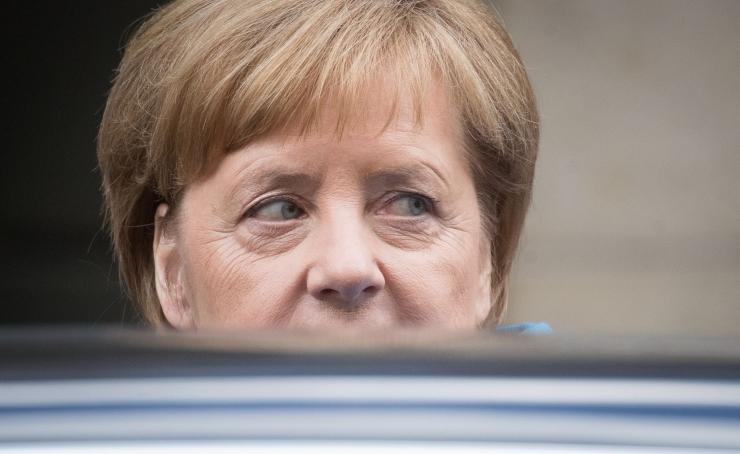 Allikad: Saksa siseminister pole rahul Merkeli rändekavaga