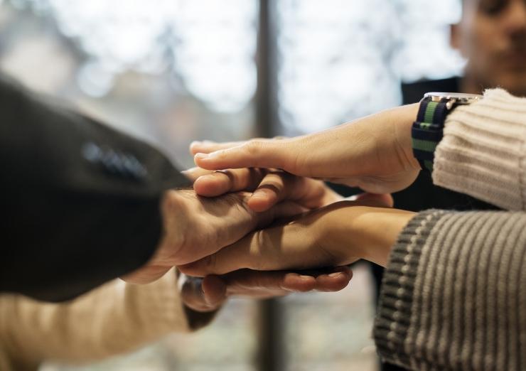 Eestlasi teeb õnnelikuks abi andmine, mitte saamine