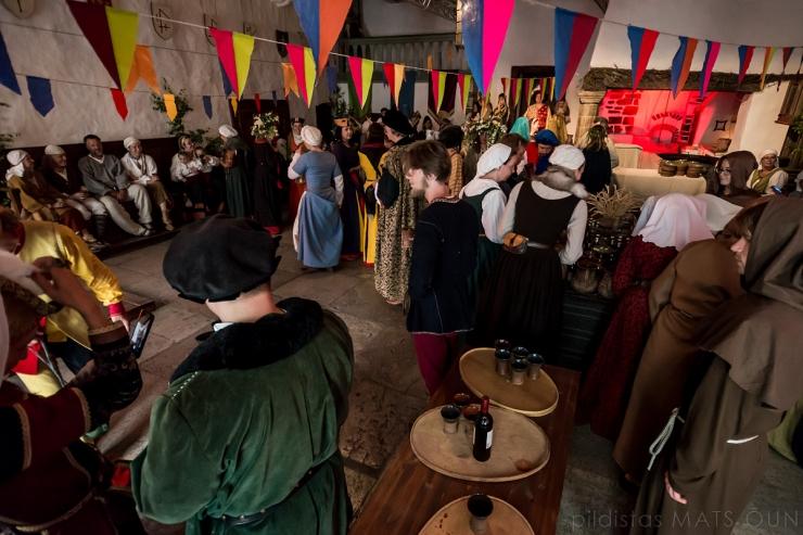 FOTOD! Keskaja karnevalil nägi kauneid kostüüme