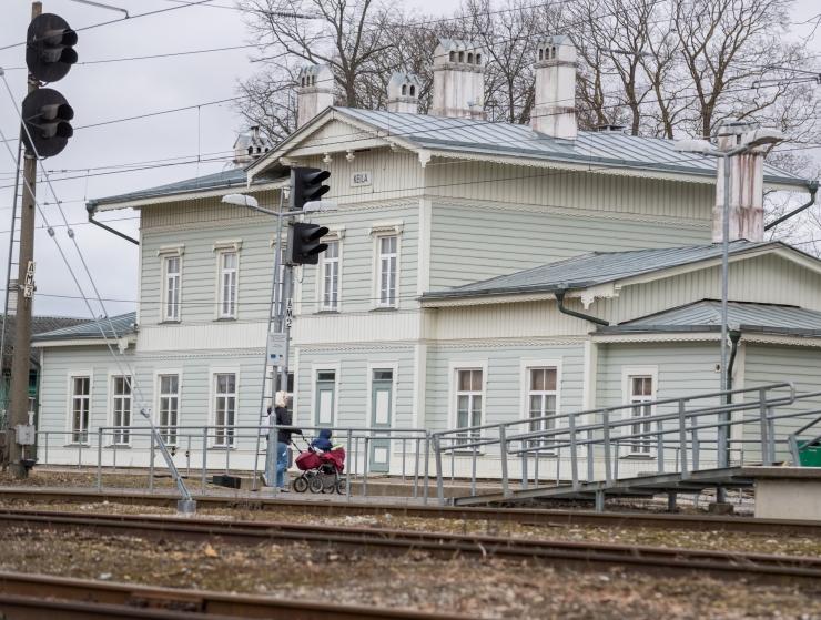 """EV100 kontserdisari """"Teekond"""" tõi Keila raudteejaama puhkpillikvinteti"""