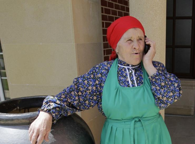 Ekspert annab nõu: kuidas õpetada vanavanematele nutitelefoni kasutamist?