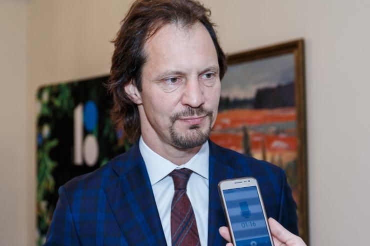 Leht: Saar soovib Ossinovski lahkumist SDE esimehe kohalt