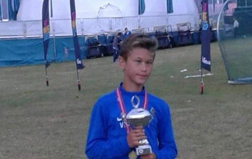 14-aastane Vlas vajab toetust hädavajalikuks silmanärvi operatsiooniks