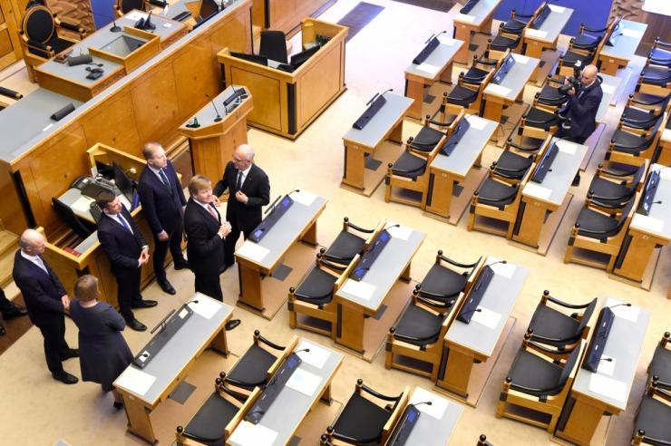 Parlament peab uue ministri vande kuulamiseks erakorraliselt kogunema