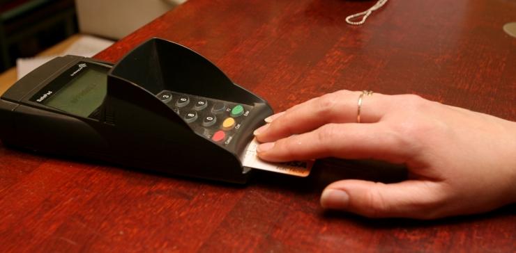 Eesti elanikud tegid teises kvartalis keskmiselt 24 kaardimakset kuus