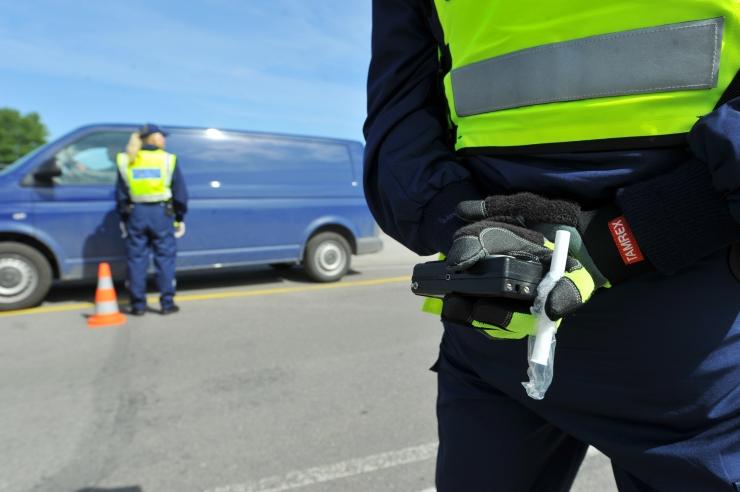Politsei tabas ööpäevaga 16 joobes sõidukijuhti