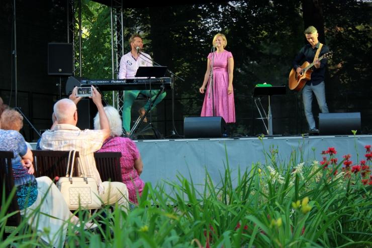 VIDEO! PADA suveaias musitseerivad Koit Toome ja Hanna-Liina Võsa