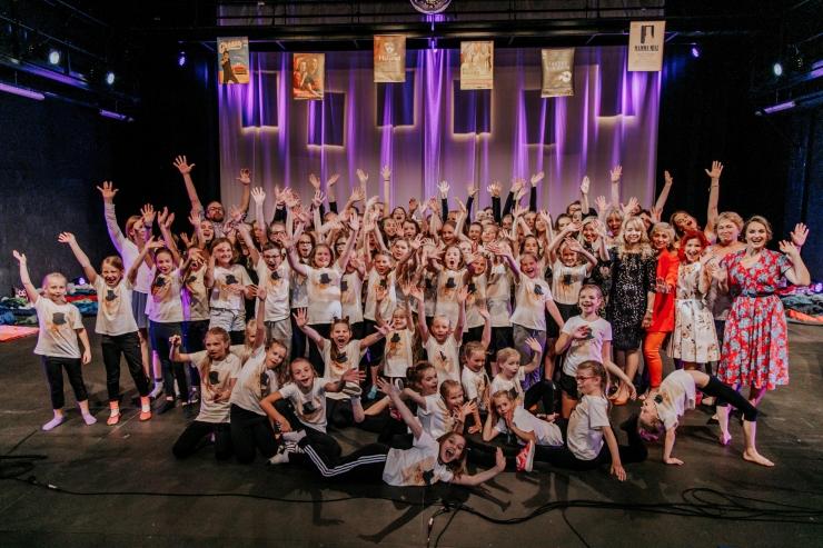 """VIDEO! Hanna-Liina Võsa ja Valter Soosalu juhtimisel jõuab Birgitta Festivali lavale noortegala """"Muusikalicool"""""""