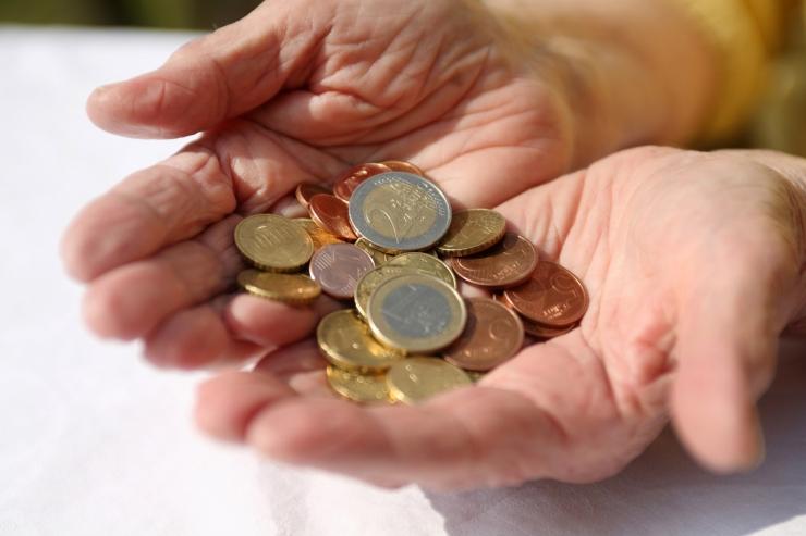 Uuring: vaid kaks protsenti eestlastest on nõus vanematele raha kulutama