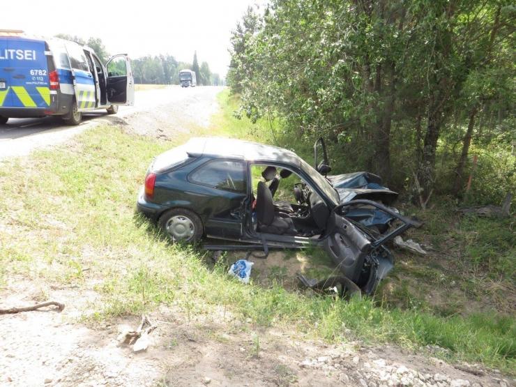 Setomaal hukkus teelt välja sõitnud turvavööta autojuht