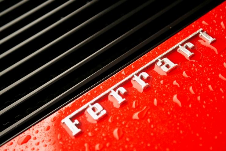 Üle katuse rullunud Ferraris sõitis tuntud Viljandi ettevõtja