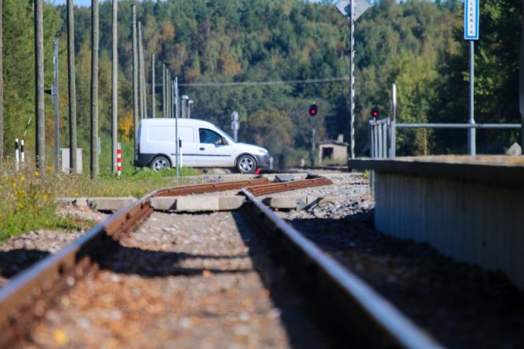 Lääne-Virumaal hukkus rongi ette sõitnud auto juht