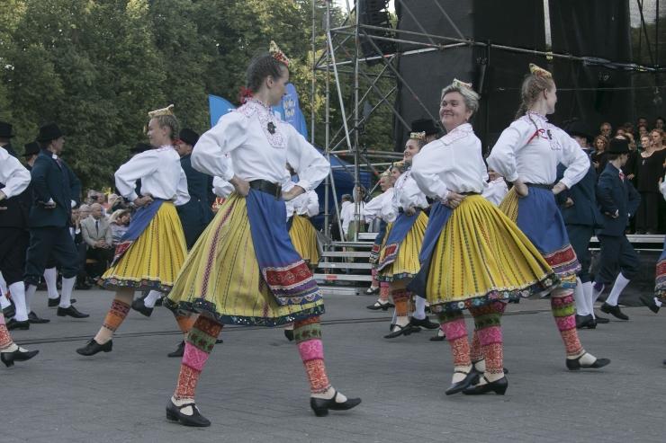 FOTOD JA VIDEO! 6000-pealine koor laulis Eestile sünnipäevalauis