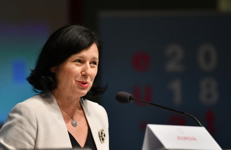 EK õigusvolinik nõuab kodakondsustaotluste rangemat menetlemist