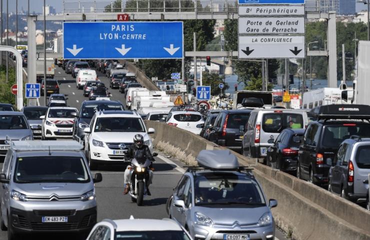 Prantsuse keskkonnaminister manitseb autopiiranguid järgima