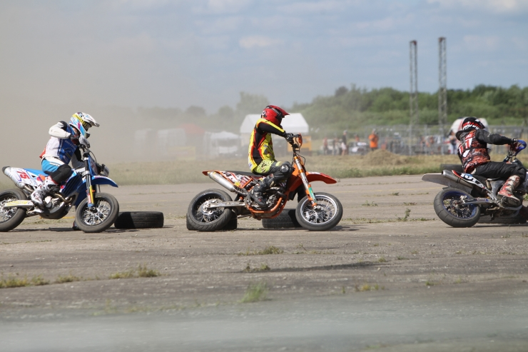 Pärtelpoeg võitis esimese eestlasena supermoto EM-i etapi