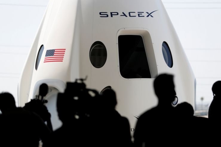 SpaceX lubas teha esimese mehitatud lennu ISS-i plaanipäraselt