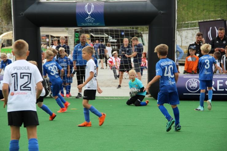FOTOD! Vabaduse väljaku UEFA Superkarika fänniala pakub põnevaid tegevusi