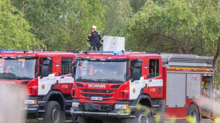 Tuletõrjujad päästsid Nõmmel põlema süttinud majast inimese