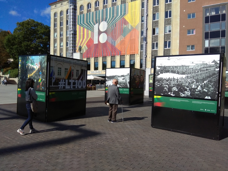 Vabaduse väljakul saab vaadata Eesti, Läti ja Leedu ajalooliste fotode näitust