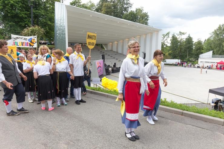 Erivajadusega inimeste laulu- ja tantsupeol on ligi 1100 osalejat