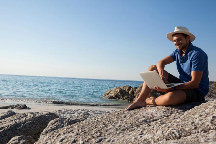 Enamik eestlastest teeb tööd ka puhkusel olles