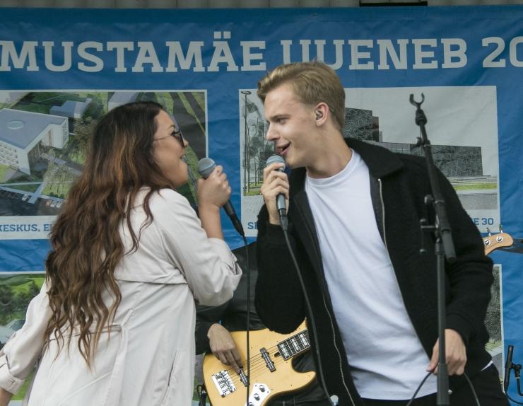 FOTOD JA VIDEO! Mustamäel tähistati koolialguspidu koos Elina Borni ja Jüri Pootsmanniga