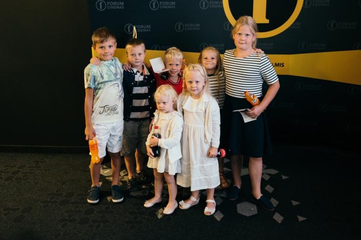 GALERII: lasterikkad pered tähistasid kooliaasta algust ühise kinokülastusega