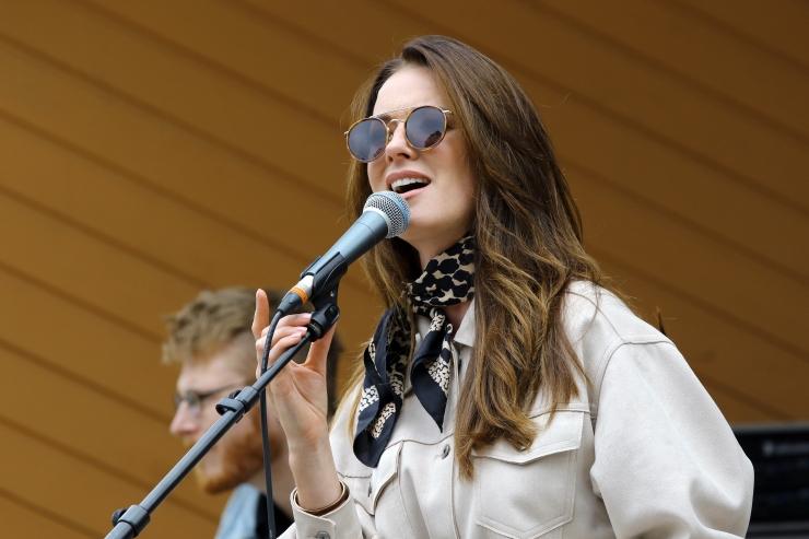 FOTOD JA VIDEO! Kuninganna Kristina päeval esines linnarahvale Eda-Ines Etti
