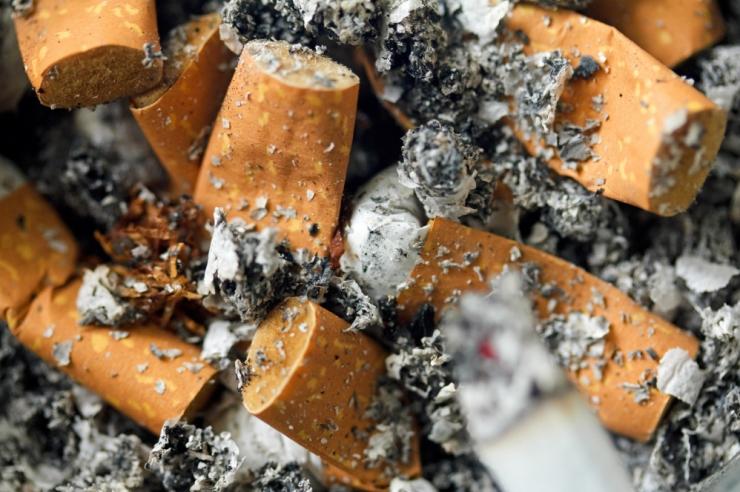 Tallinnast merre jõudvast prügist ligi poole moodustavad suitsukonid
