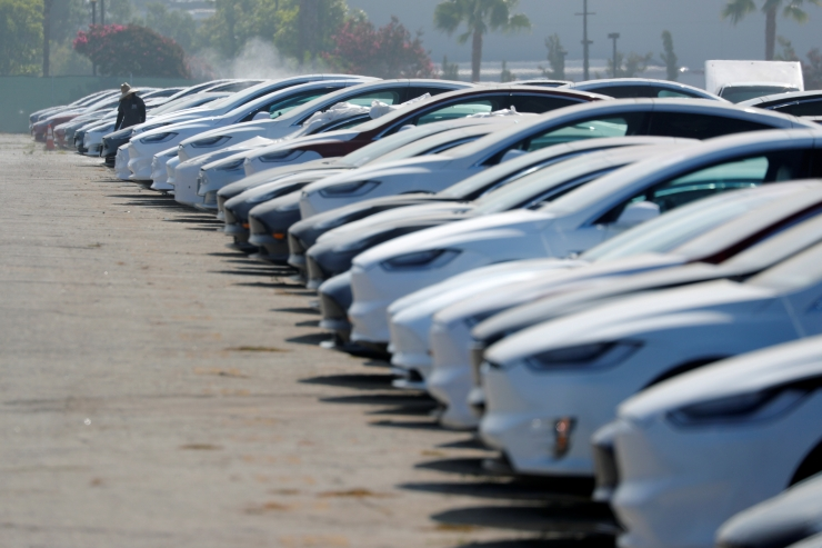 Tesla pearaamatupidaja lahkus pärast ühte kuud töölt