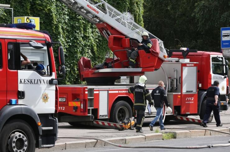 Päästjatel õnnestus Malla mõisahoone põleng likvideerida