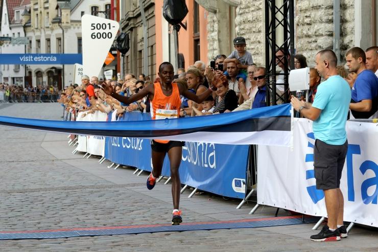 FOTOD! Tallinna Sügisjooksu 10 km distantsi võitsid Keenia jooksjad