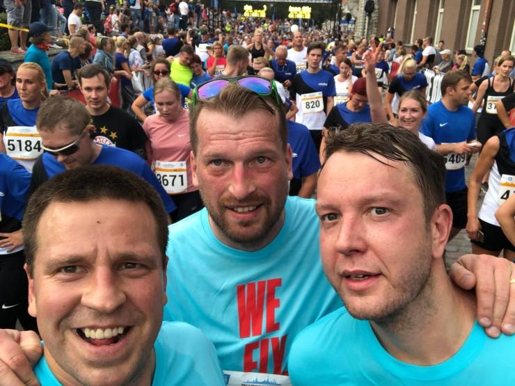 FOTO! Jüri Ratas kiitis Tallinna Maratoni korraldajaid