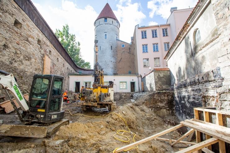 FOTOD! Paksu Margareeta torni alt leiti keskaegseid müüriosi
