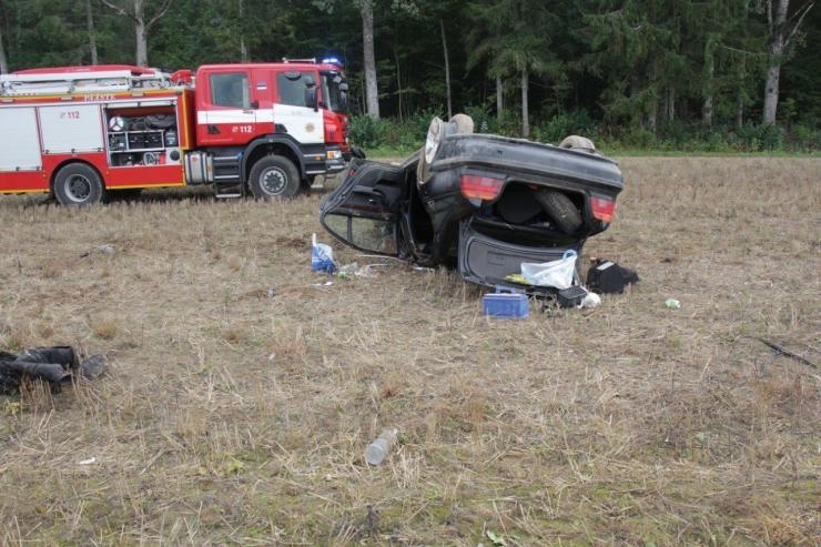 Tartumaal BMWga driftida püüdnud sõpruskond sattus raskesse avariisse